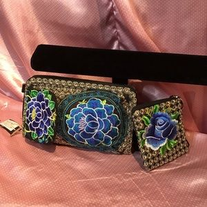 💙🌹 NWT Beautiful Embroidered Wallet & Coin Purse